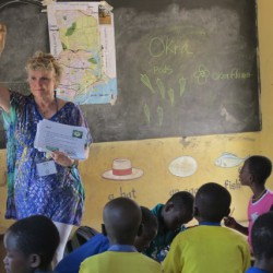 Alrie teaching ecology class in Yamoransa
